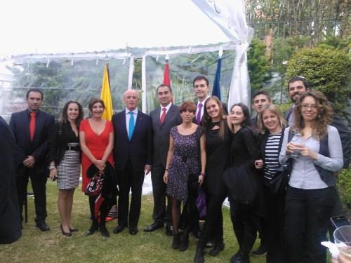 El Embajador de España, Don Nicolás Martín Cinto, acompañado de profesorado del CCEE Reyes Católicos