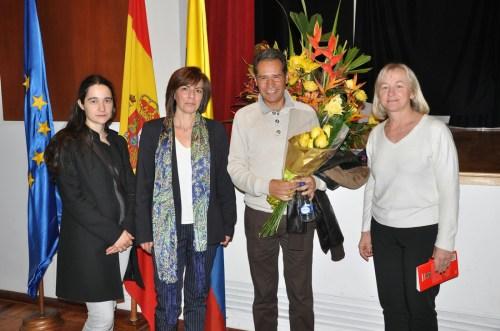 De izquierda a derecha, las Profesoras del Departamento de Lengua Castellana y Literatura,  Georgina Rodríguez e Isabel Hernandez, el escritor Sergio Álvarez y la Vicerrectora Julieta Mrocek