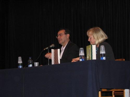 Augusto Cury, acompañado de la Vicerrectora Julieta Mrocek