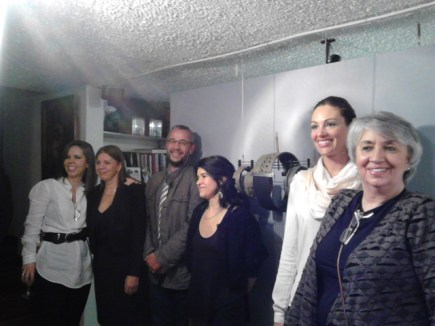 En primer plano Gabriela Jaramillo, Carla Mendes,Cristina Matias, el profesor Julio M. Pèrez, Mary Panesso y María Eugenia Font.