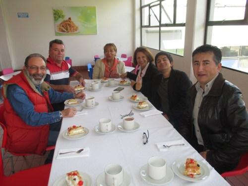 El equipo de Administración al completo disfrutando del desayuno.