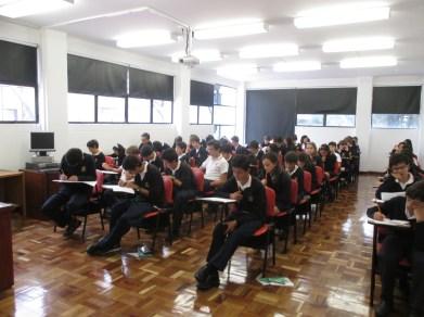 Un aula o salón en plena competición.