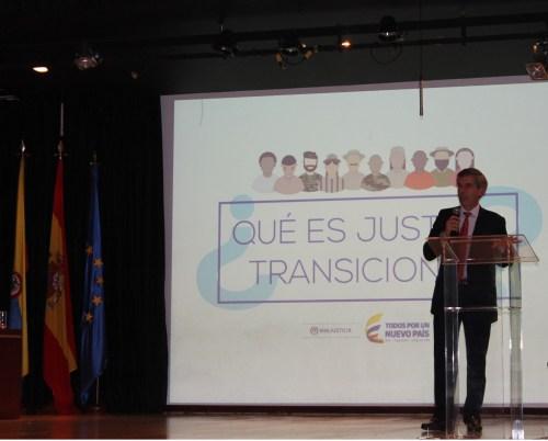 El Excmo. Ministro colombiano de Justicia Don Yesid Reyes impartiendo la conferencia.