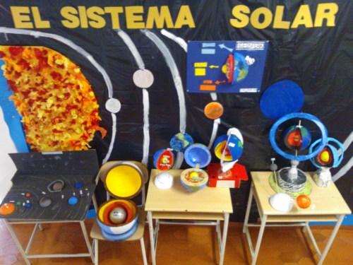 Muestra de la exposición del Sistema Solar dirigida por el profesor Enrique Segovia.