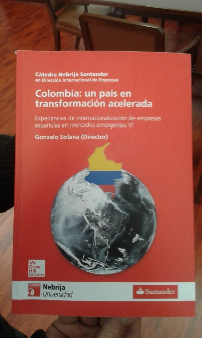 """Portada del Libro """"Colombia: un país en transformación acelerada"""" ."""