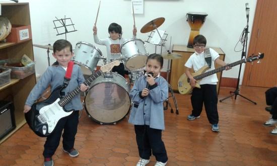 Un pequeño grupo musical.