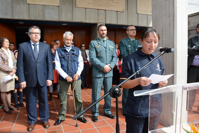 Diana Gómez, compañera del Servicio de Mantenimiento y Limpieza emocionada habló a Gratiniano en su homenaje