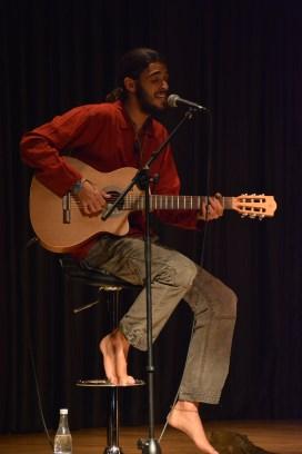 Pedro Pastor a la guitarra.