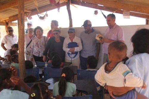 Representantes de la comunidad Wayúu visitaron el Reyes Católicos en varias ocasiones. En esta ocasión docentes de nuestro Centro visitaron las clases en la Guajira.