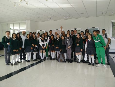 Alumnos de Usaquén con los profesores Cristina Portillo y Alejandro Delgadillo