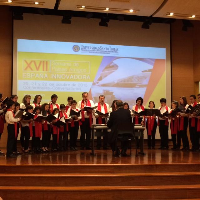 El Coro Reyes Católicos actuó en la Semana de España de la Universidad Santo Tomás