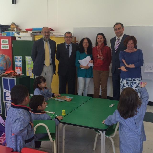 El Consejero Álvaro martínez, el Agregado Manuel Lucena y el Rector Luis Fernández visitaron los saloness, como este aula en Educación Infantil