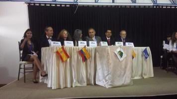 La mesa central en la ceremonia de clausura