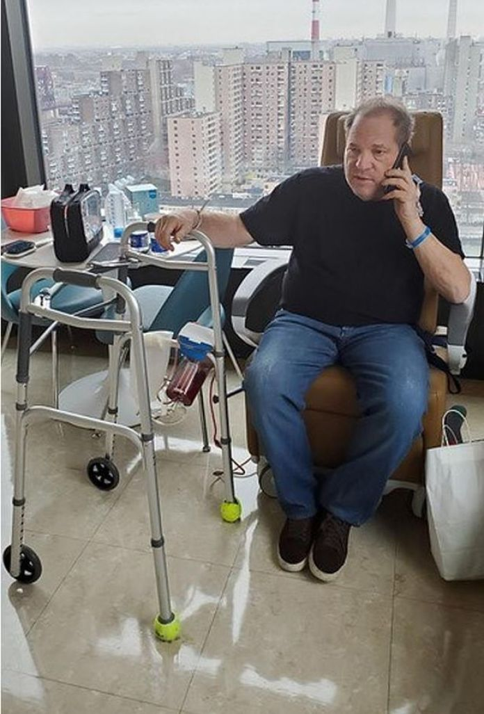 Resultado de imagen de harvey weinstein hospital