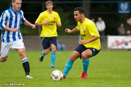 Osama com camisa do Alphense Boys. (Foto: Abteam.nl)