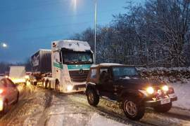 Jeep a rebocar camião 2