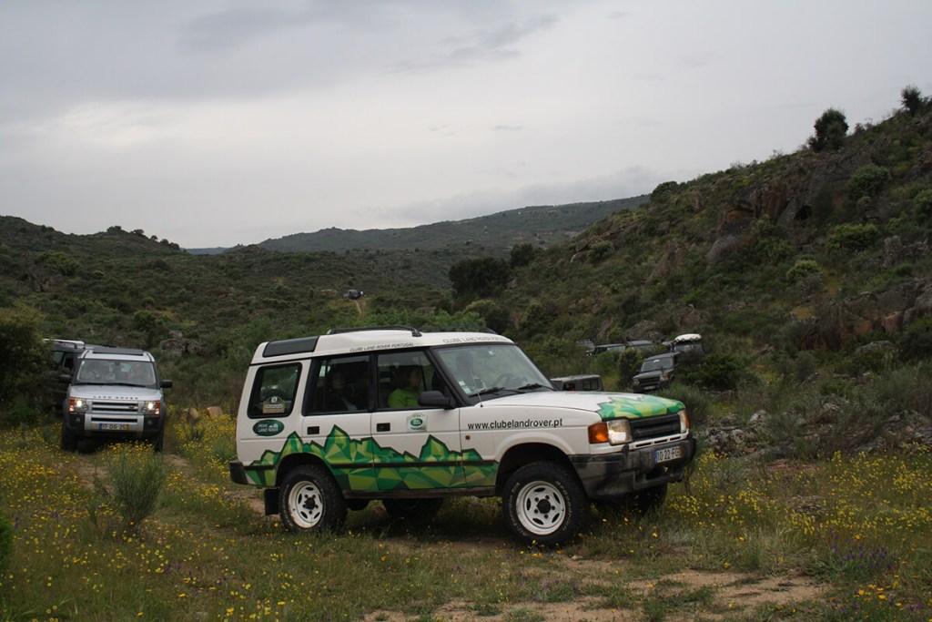Apenas serão admitidos os modelos da Land Rover/Range Rover. E os sócios do clube com as quotas em dia. Estão preparados para percorrer 290 km de T.T. num dia? É importante, porque depois há mais dois dias...