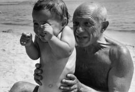 Francia, 1948. Pablo Picasso con su hijo Claude. Magnum Photos.