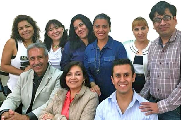 El director de la Normal, a la extrema izquierda, con parte de su equipo