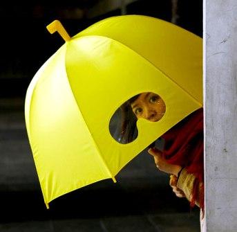 Invento - Paragüas con ventanita para ver