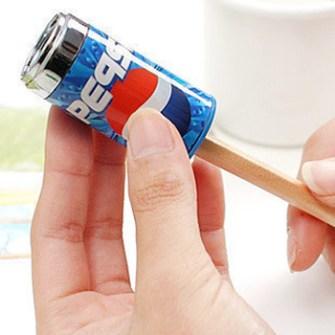 Afilalápiz con forma de lata de Pepsi