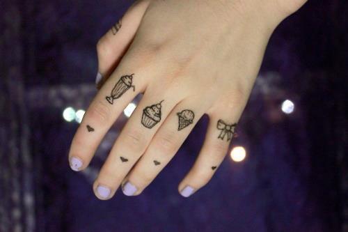Mini Tatuajes en las Manos