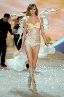 Desfile de Victoria's Secret 2013 - Karlie Kloss