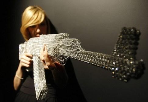Obra de Nicola Bolla con Cristales de Swarovski