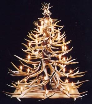 26 Árboles de Navidad Diferentes - Árbol de Navidad hecho con cornamenta de caza