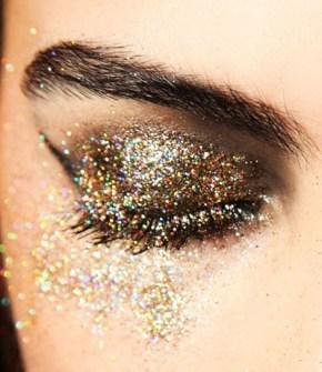 Maquillaje de Fiesta en Navidad - Sombras con purpurina dorada