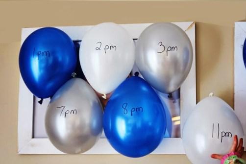 ¿Qué se puede hacer durante las Campanadas? - Pinchar 12 globos