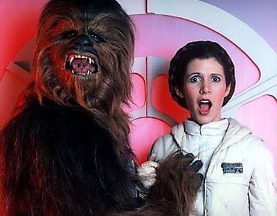 Fotos inéditas de Star Wars - Chewbacca bromeando con la Princesa Leia