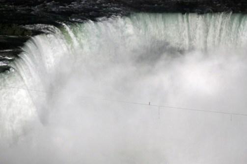 Fotos Increíbles en el Momento Justo - Nick Wallenda sobre las Cataratas del Niágara