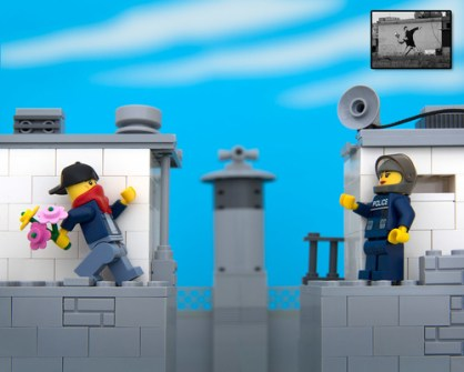 Fusión de Banksy y LEGO - Banksy bouquet thrower