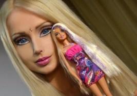 Muñecas Barbie de carne y hueso esculpidas a base de bisturí.
