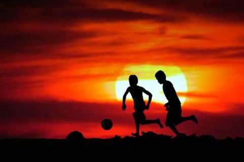 Silueta Niños Jugando.