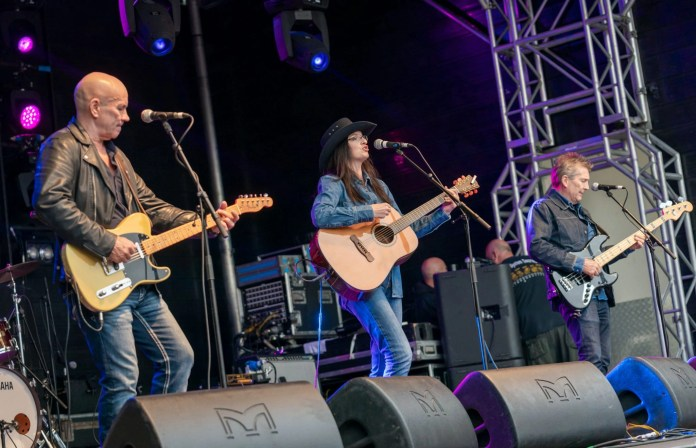 Rochdale's country music stars Between The Vines.