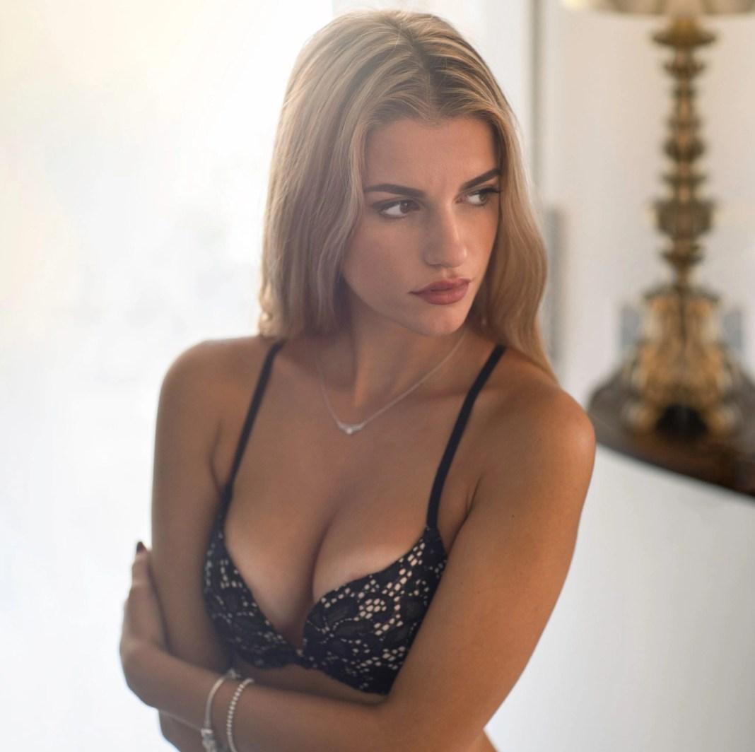 woman in black brassiere
