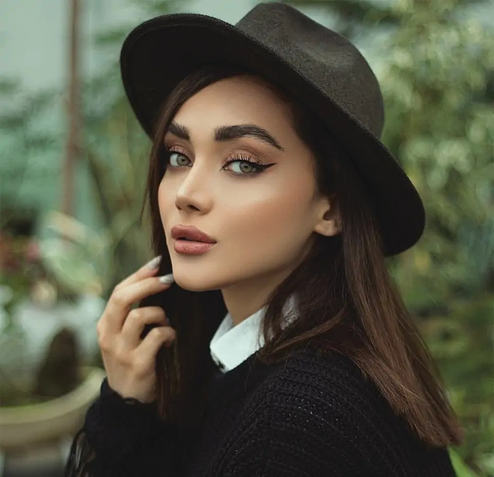 woman in black hat and black sweater