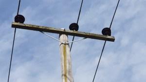 Intermediate pole top