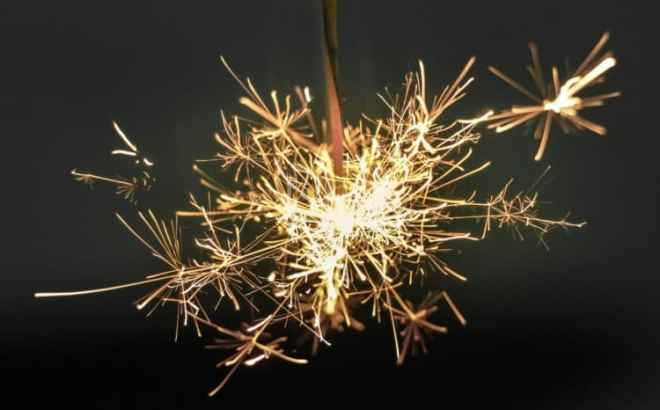 magnesium is the alkaline earth element found in sparklers