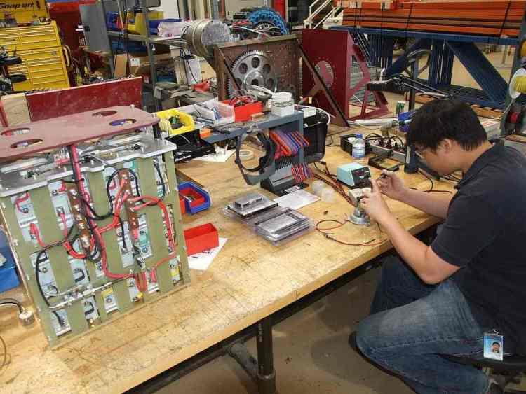 how to become a robotics technician