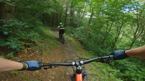 Female Mountain Bikers Explore the Romance of the Crash 2