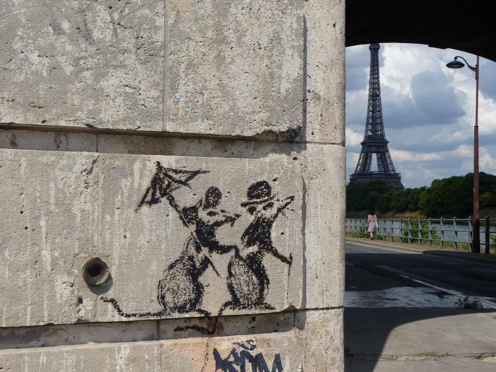 Banksy couple rat Tour Eiffel Paris
