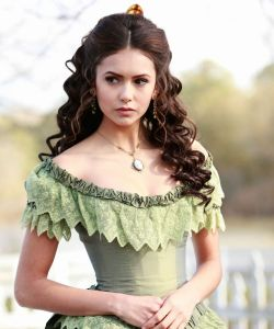 Katherine Pierce, Queen bee de Vampire Diaries