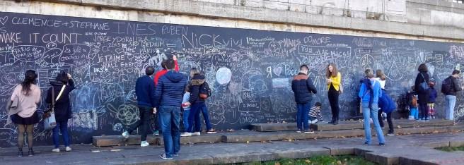 graffitis bord de seine paris