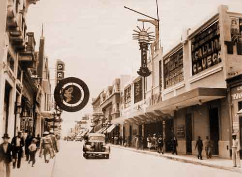 Predecessor of Edificio Capitol, right, circa 1930; the long gone former Cine Capitol is on the left, across the street. (photo: Sergio Cruz Arteaga)