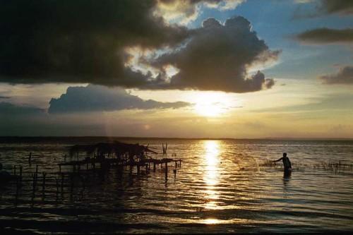 Lake Petén Itza by Harris and Goller viaventure.com