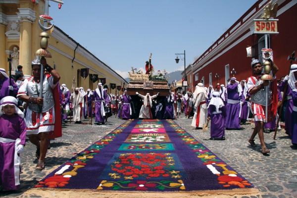 Semana Santa procession  (César Tián/Revue)