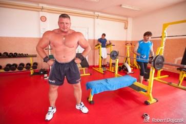 Sławomir Toczek na siłowni w Rewalu fot. Robert Dajczak © www